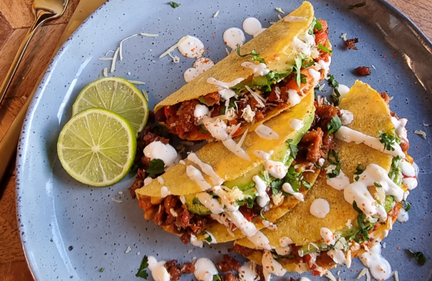Vegetarische taco sin carne met plantaardige gehakt van Beyond Mince